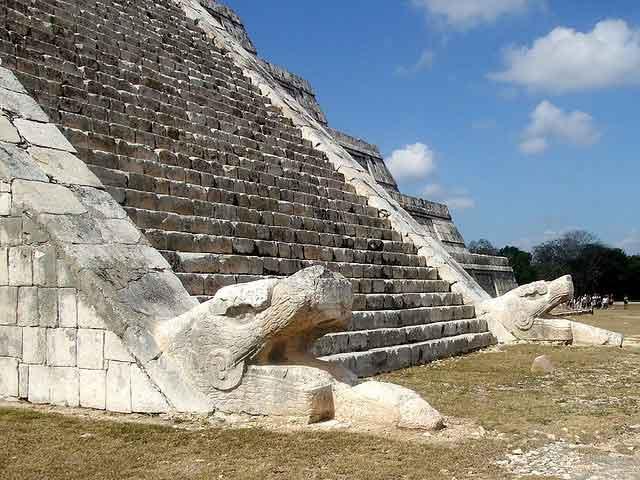 Пирамида кукулькана, змей
