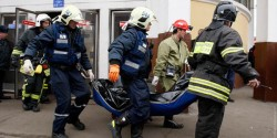 Emergency Ministry workers carry the body of a victim of a bomb explosion at Park Kultury metro station in Moscow March 29, 2010. At least 37 people were killed and 33 wounded on Monday when suicide bombers detonated explosives on two packed Moscow metro trains during the morning rush hour, the worst attack in the Russian capital for six years, officials said. The blasts took place at Lubyanka and Park Kultury metro stations. REUTERS/Tatyana Makeyeva (RUSSIA - Tags: DISASTER CRIME LAW IMAGES OF THE DAY)