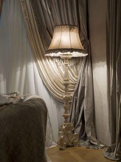 Торшер в спальне